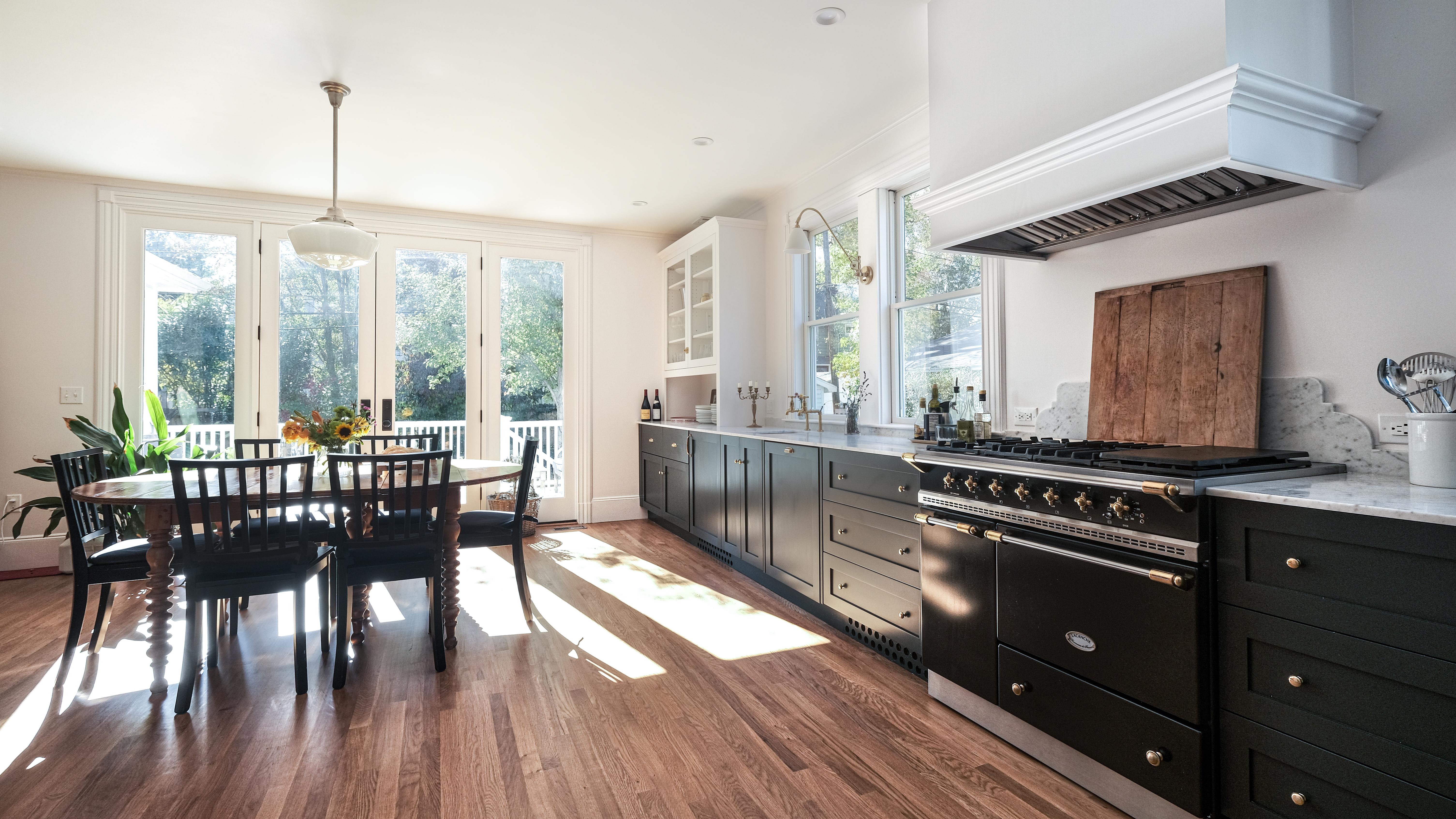 Montclair-Kitchen-dark-cabinets